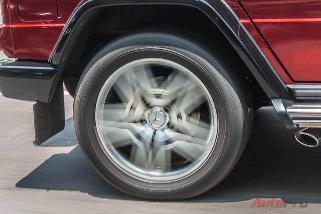 Ngoài ra, Mercedes G63 AMG còn được trang bị la-zăng 20 inch và phanh đĩa hiệu suất cao cỡ lớn, đi kèm kẹp phanh màu đỏ của AMG.