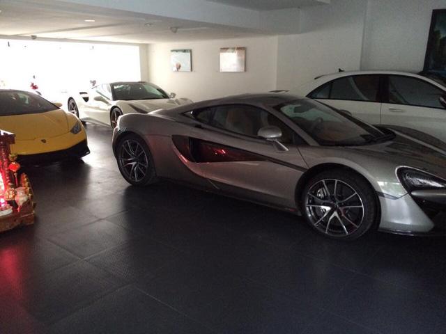 Bên cạnh Lamborghini Huracan và Ferrari 488 GTB, McLaren 570S là thành viên mới nhất trong bộ sưu tập siêu xe của doanh nhân Quốc Cường.