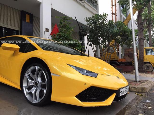 Tại thị trường Việt Nam, Lamborghini Huracan có giá bán chính hãng 13,5 tỷ Đồng, trong khi đó, mức giá của các nhà nhập khẩu tư nhân vào khoảng 12 tỷ Đồng.