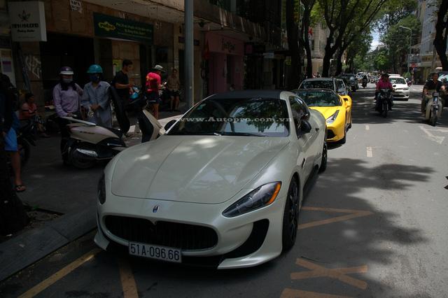 Trong đoàn siêu xe xuất hiện trên phố Sài thành sáng nay còn có chiếc Maserati GranTurismo độ body kit MC Stradale.