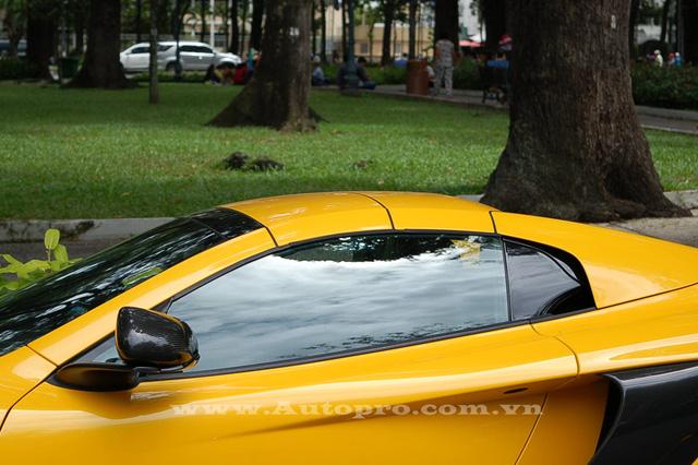 Chiếc mui cứng của McLaren 650S Spider có thể đóng hoặc mở chỉ trong vòng 15 giây.