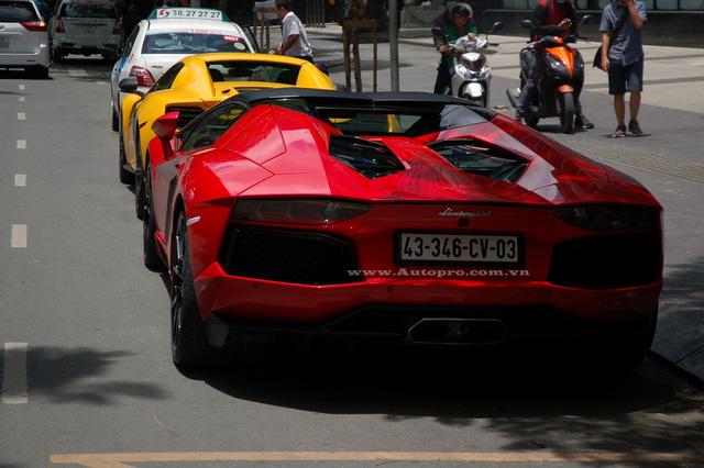 Nhờ đó, xe có thể tăng tốc từ 0-100 km/h trong 2,9 giây trước khi đạt vận tốc tối đa 349 km/h.