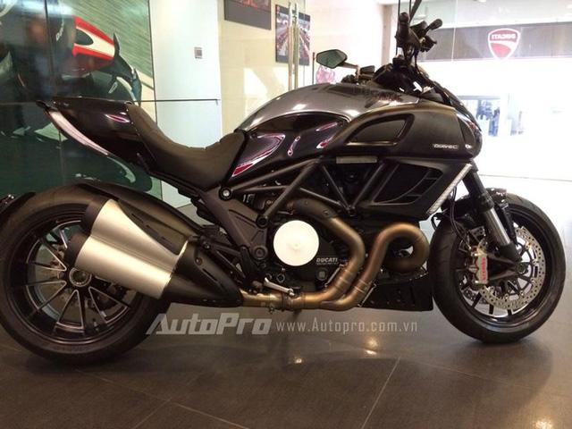 Ducati Diavel có chiều cao yên vừa phải, phù hợp với người châu Á.