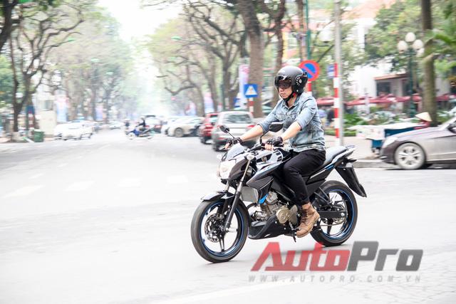 Yamaha FZ150i mang lại cảm giác thể thao nhưng nhẹ nhàng và êm ái trong thành phố.