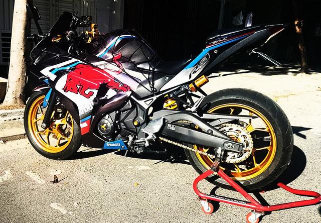 Ngắm Yamaha R3 độ bản Red Bull cực chất cùng đồ chơi hàng hiệu 4