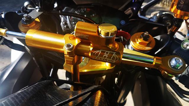 Ngắm Yamaha R3 độ bản Red Bull cực chất cùng đồ chơi hàng hiệu 5