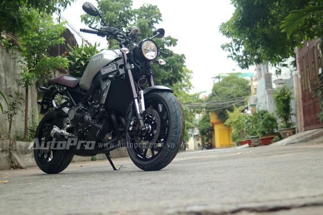 Những chiếc Yamaha XSR900 2016 đầu tiên được đưa về nước nhằm thỏa lòng mong đợi của các biker Việt thuộc sở hữu của đơn vị New Sol.