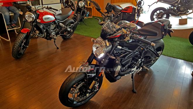 Như vậy chỉ sau 8 tháng ra mắt các khách hàng trên toàn thế giới, quỷ vương trong dòng nakedbike của Ducati đã cập bến tại thị trường Việt Nam.
