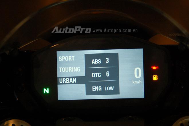 Ducati Monster 1200 R có 3 chế độ lái là Sport, Touring và Urban.