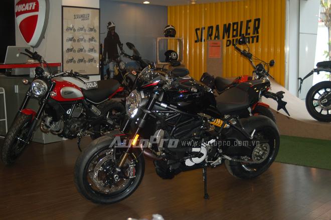 Ra mắt lần đầu tiên tại sự kiện Volkswagen Group Night diễn ra vào tháng 9/2015, Monster 1200 R đánh dấu bước ngoặc khi trở thành chiếc nakedbike mạnh mẽ nhất của Ducati với công suất cực đại ở mức 160 mã lực.