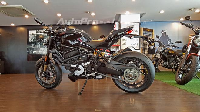 Hiện chưa có giá bán chính thức cho chiếc nakedbike mạnh mẽ này tại thị trường Việt Nam, trong đó tại thị trường nước ngoài Monster 1200 R được phân phối với 2 màu sắc chính là đỏ và đen với mức giá tương tứng là 18.695 USD và 18.895 USD.