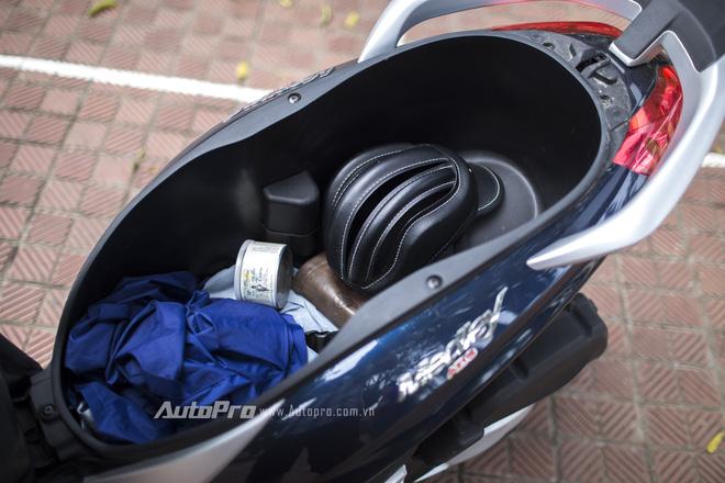 Cốp xe cỡ lớn giúp người lái xe Piaggio Medley ABS có thể mang theo nhiều đồ hơn.
