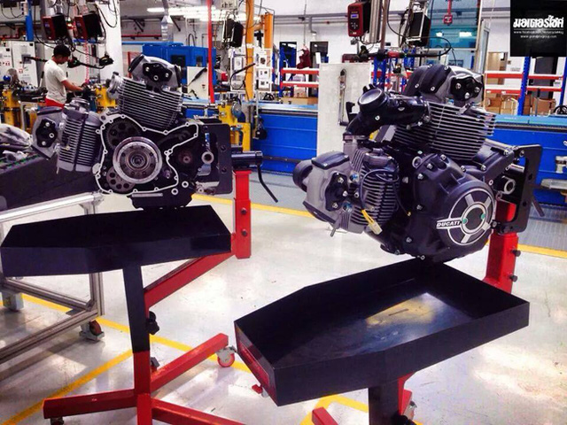 Khối động cơV-Twin, làm mát bằng gió, dung tích 803cc được trang bị cho Ducati Scrambler.