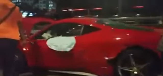 Đua trái phép, Ferrari 458 Italia gặp nạn cùng cặp đôi xế độ - Ảnh 2.