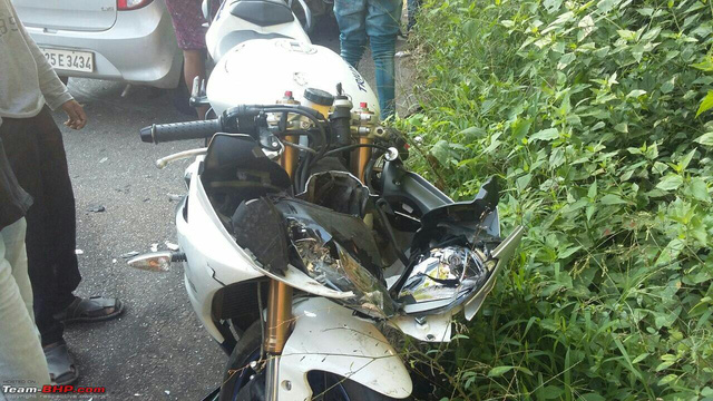 Ô tô quay đầu, gây tai nạn cho cặp đôi Kawasaki Versys 650 và Triump Daytona - Ảnh 3.