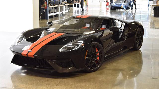 Hai chiếc siêu xe GT 2017 đầu tiên xuất xưởng đều thuộc sở hữu của lãnh đạo hãng Ford - Ảnh 1.
