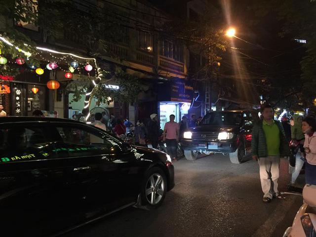Hà Nội: Tài xế xe Toyota Fortuner biển xanh cố tình đi vào đường cấm gây bức xúc - Ảnh 3.