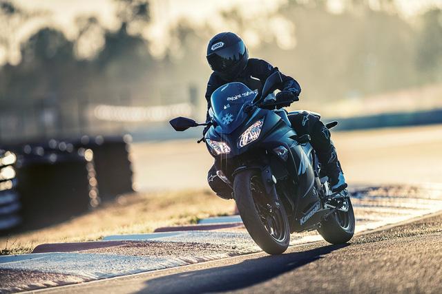 Kawasaki Ninja 300 2017 trình làng, giá từ 4.999 USD - Ảnh 3.