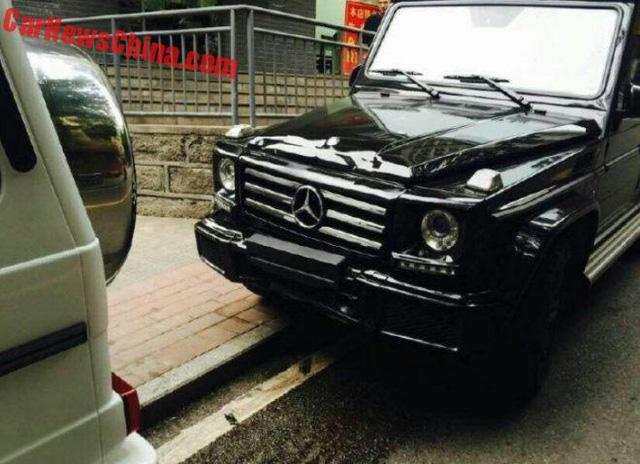 Tai nạn hy hữu: Hai chiếc Mercedes-Benz G500 2017 của cùng một đại lý đâm nhau - Ảnh 2.