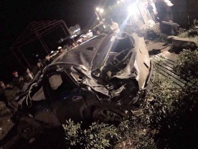 Quảng Ninh: Mazda CX-5 lật nhiều vòng trong đêm, 5 người thương vong - Ảnh 1.
