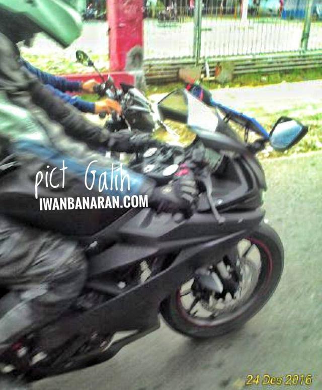 Yamaha R15 thế hệ mới liên tục bị bắt gặp trên đường thử - Ảnh 1.