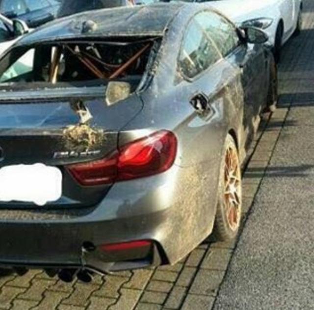 Chiếc BMW M4 GTS đầu tiên trên thế giới gặp nạn, hư hỏng nặng - Ảnh 1.