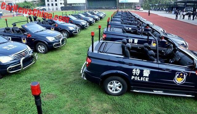 Xe tuần tra mui trần chuyên dụng của lực lượng cảnh sát Trung Quốc - Ảnh 1.