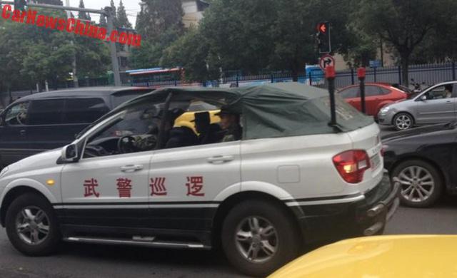 Xe tuần tra mui trần chuyên dụng của lực lượng cảnh sát Trung Quốc - Ảnh 5.