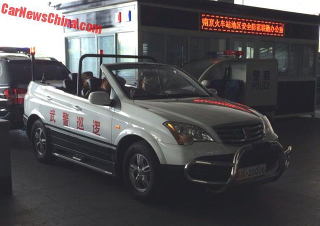 Xe tuần tra mui trần chuyên dụng của lực lượng cảnh sát Trung Quốc - Ảnh 6.