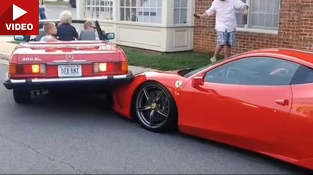 Phụ nữ lùi xe Mercedes, trèo lên đầu siêu xe Ferrari