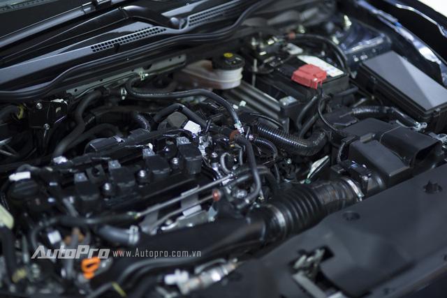 Bên dưới nắp ca-pô của Honda Civic thế hệ mới là khối động cơ tăng áp, dung tích 1,5 lít, sản sinh công suất tối đa 170 mã lực tại 5.500 vòng/phút và mô-men xoắn cực đại 220 Nm tại 5.500 vòng/phút.