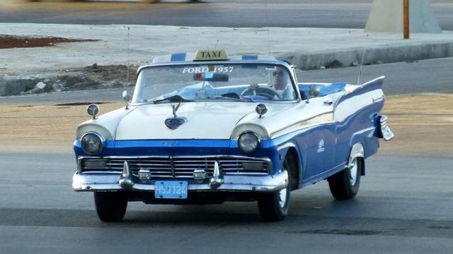 Ford Fairlane là mẫu xe được sản xuất từ những năm 1955-1970 tại Mỹ và được nhập vào Cuba từ trước khi cách mạng do tổng thống Fidel Castro thắng lợi vào năm 1959. Và mẫu xe này ở lại Cuba kể từ đó cho đến nay. Hiện nay những chiếc Ford Fairlane vẫn được sử dụng làm xe taxi đưa đón khách du lịch tại Cuba.