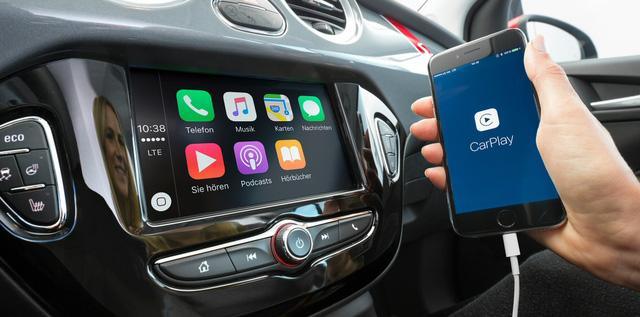 Android Auto và Apple CarPlay rất hữu dụng nhưng không phải ai cũng biết trên xe của mình có 2 ứng dụng này. Ảnh minh họa