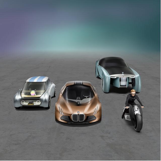 Theo hãng BMW Motorrad, Vision Next 100 thứ tư là đại diện cho làng sản xuất mô tô tương lai. Được trình làng trong một sự kiện triển lãm ở Los Angeles, Mỹ, cùng với bộ ba Vision Next 100 kể trên, mẫu mô tô này mang kiểu dáng như đến từ tương lai. Có thể nói, BMW Motorrad Vision Next 100 đóng vai trò như mẫu mô tô giúp con người thoát khỏi lối mòn hàng ngày hơn là một phương tiện giao thông.