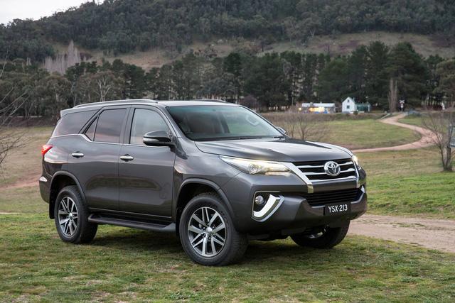Toyota Fortuner thế hệ mới sẽ có phiên bản hybrid tiết kiệm nhiên liệu hơn, tương tự Innova 2016. Ảnh minh họa