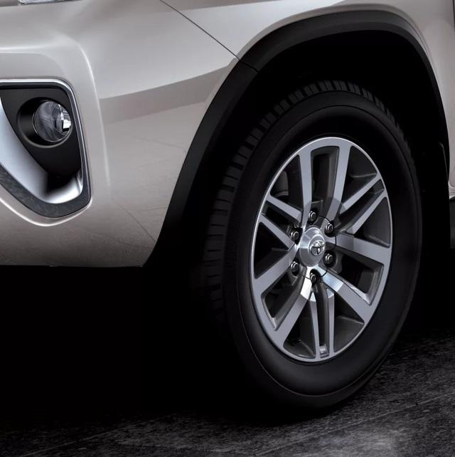 Giá xe Toyota Fortuner 2017 chỉ từ 665 triệu VNĐ tại Dubai 3