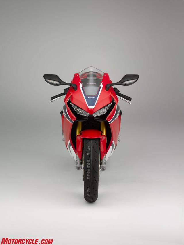 Honda CBR1000RR SP 2017: Nhanh hơn, nhẹ hơn, nhiều công nghệ hơn