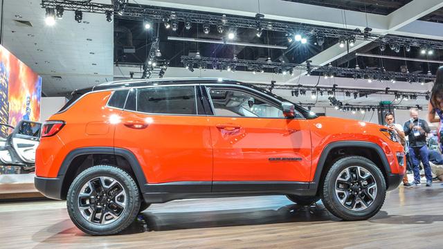 Hiện giá bán của Jeep Compass 2017 vẫn chưa được công bố.