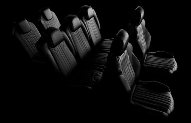 Bên trong Peugeot 5008 thế hệ mới là không gian nội thất khá tiện nghi với hàng ghế thứ 2 đủ chỗ cho 3 người ngồi và có thể gập, trượt cũng như ngửa ra sau.