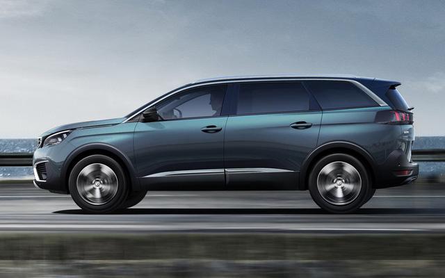 Là xe SUV cỡ C, Peugeot 5008 2017 sở hữu chiều dài tổng thể 4.640 mm và chiều dài cơ sở 2.840 mm. Như vậy, chiều dài tổng thể của Peugeot 5008 2017 tương đương Nissan X-Trail sắp ra mắt thị trường Việt Nam. Tuy nhiên, chiều dài cơ sở của Peugeot 5008 2017 lại nhỉnh hơn 135 mm so với Nissan X-Trail.