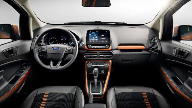 Bên trong Ford EcoSport 2018 có hệ thống thông tin giải trí SYNC 3, hỗ trợ ứng dụng Apple CarPlay và Android Auto, đi kèm màn hình cảm ứng 8 inch. Thêm vào đó là tính năng Sync Connect với ứng dụng FordPass cho phép người lái khởi động, khóa và mở cửa bằng Bluetooth.