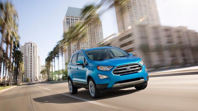 Qua những hình ảnh đầu tiên lan truyền trên mạng, có thể thấy Ford EcoSport 2018 dành cho thị trường Mỹ được trang bị phần đầu xe giống Escape và Kuga. Điều này được thể hiện rõ qua lưới tản nhiệt đơn thay vì đôi, cản va trước/sau, hệ thống đèn và la-zăng.