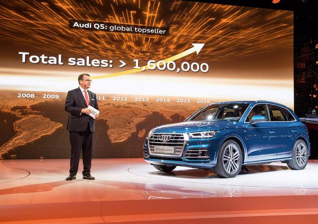 Sau chiến dịch gợi tò mò trong suốt vài tháng qua, cuối cùng thì hãng Audi cũng vén màn mẫu SUV hạng sang Q5 thế hệ thứ hai trong triển lãm Paris 2016 hiện đang diễn ra tại kinh đô ánh sáng.