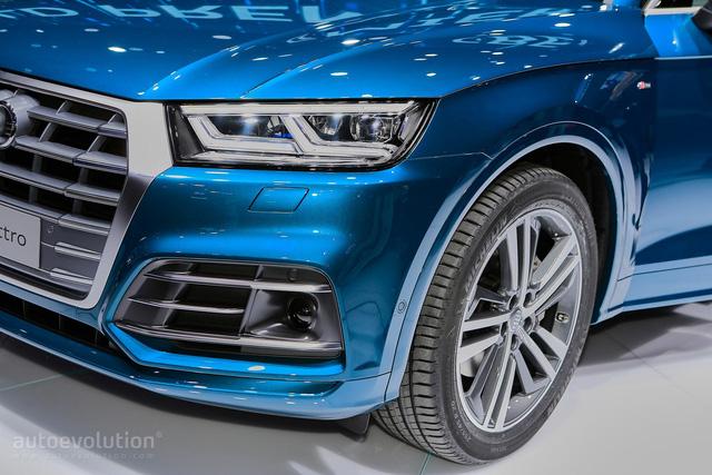 Nếu khách hàng chọn gói S Line thể thao, Audi Q5 2017 sẽ có thêm vành hợp kim 19 inch. Thậm chí, Audi còn chuẩn bị sẵn cả vành 21 inch cho Q5 2017 phòng khi khách hàng muốn lắp.