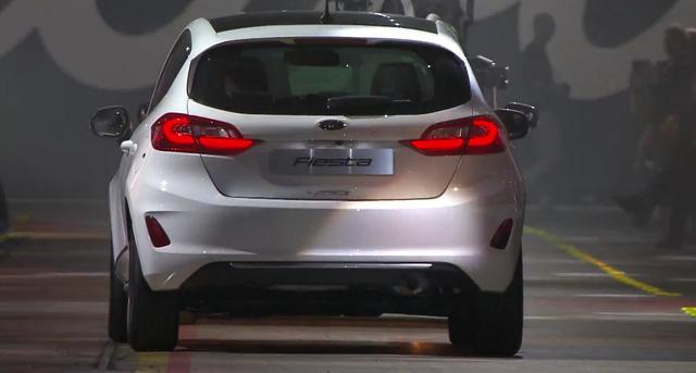 Đặc biệt, Ford Fiesta 2017 sẽ đi kèm động cơ EcoBoost 3 xy-lanh, dung tích 1.0 lít được tích hợp công nghệ ngắt xy-lanh. Có thể nói, đây là động cơ 3 xy-lanh đầu tiên trên thế giới được trang bị công nghệ tương tự.
