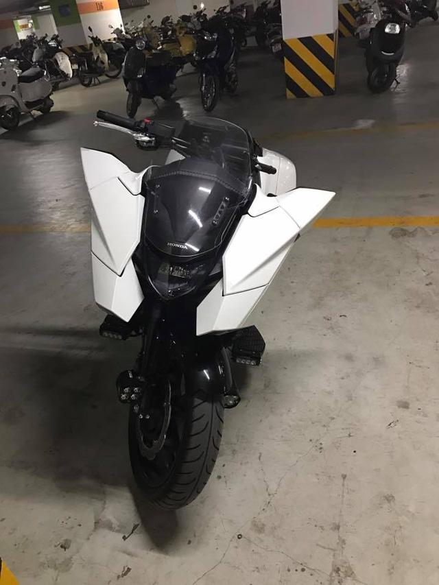 Siêu tay ga Honda NM4 xuất hiện trong hầm để xe tại Hà Nội. Ảnh: Hoang Manh Cuong