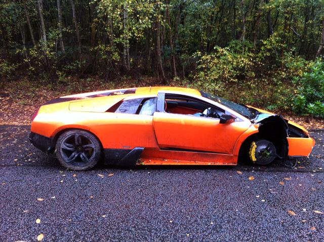 Chiếc Lamborghini Murcielago bị hư hỏng khá nặng trong vụ tai nạn vào năm 2012.
