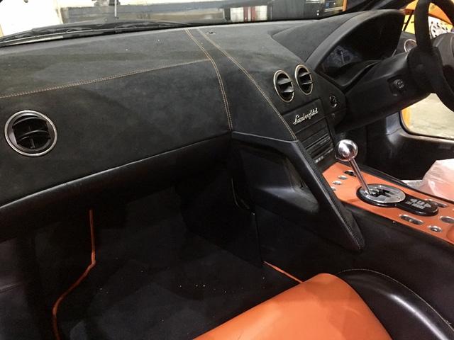 Nội thất bên trong chiếc Lamborghini Murcielago