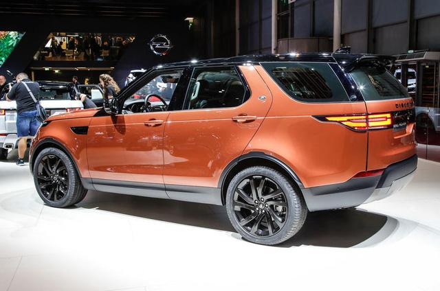 Thêm vào đó, Land Rover Discovery thế hệ cũ đã có mặt trên thị trường từ năm 2004. Mãi đến năm 2009, Land Rover Discovery mới có bản nâng cấp. Do đó, khách hàng thế giới rất mong mỏi sự ra đời của Land Rover Discovery 2018.