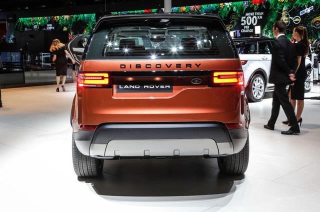 Theo hãng Land Rover, Discovery thế hệ mới ra đời để mang đến cảm giác thoải mái, an toàn và khả năng thích ứng không giống bất kỳ mẫu SUV nào khác hiện có trên thị trường. Thậm chí, hãng Land Rover còn tự tin gọi Discovery thế hệ thứ 5 là mẫu SUV gia đình tốt nhất thế giới.